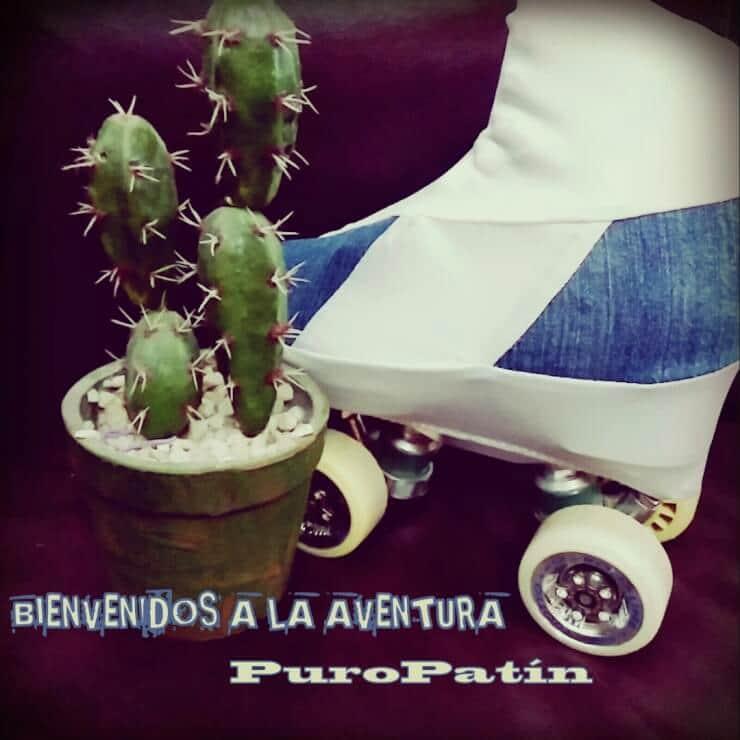 """Un patín con una funda exclusiva PuroPatín. Leyenda """"Bienvenidos a la aventura""""."""